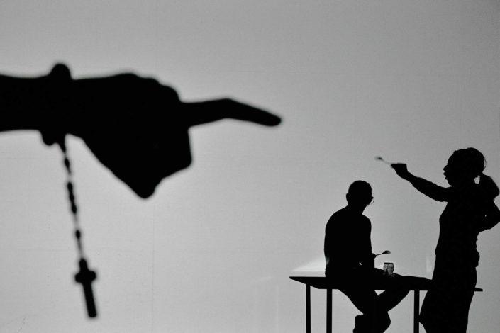 spektakl męczennicy Grzegorz Jarzyna, zdjęcie ze spektaklu, Lightup