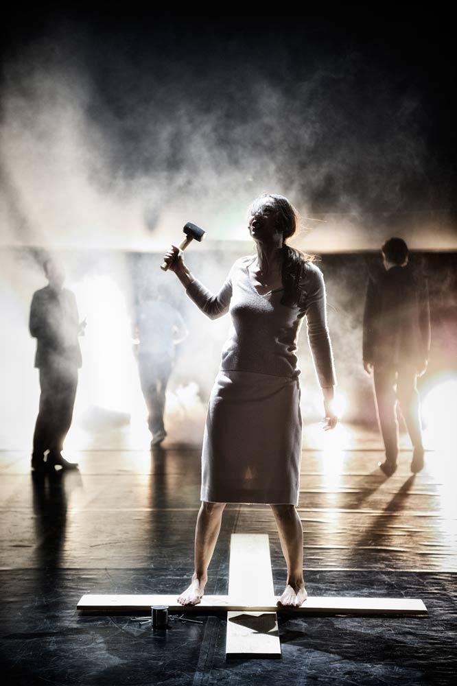 Zdjęcie ze spektaklu Męczennicy, Grzegorz Jarzyna, teatr, lightup