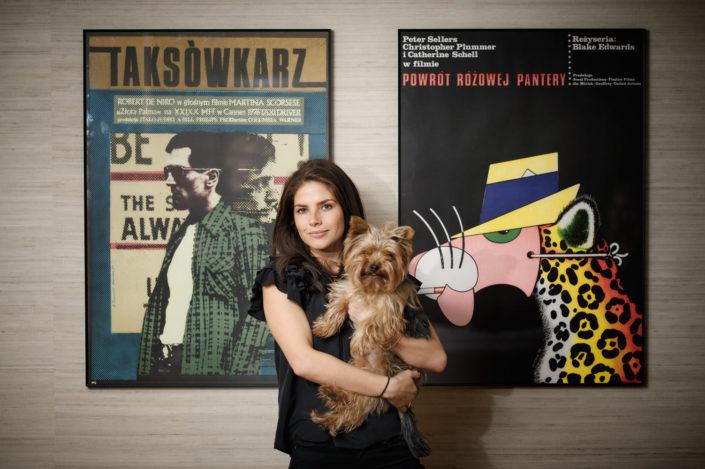 LightUp®Paweł Królikiewicz, Weronika Rosati ze swoim psem, zdjęcia wizerunkowe, fotograf lightup, Poznań