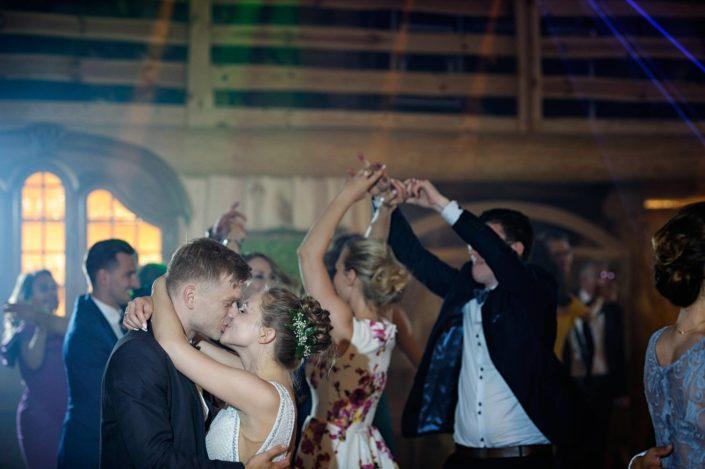 Zdjęcia slubne, fotografia ślubna, plener ślubny, sesja ślubna, wedding, lightup, fotograf, na ślub, inspiracje ślubne, panna młoda, ślub, sesja ślubna, fotograf ślubny Poznań, wesele, miłość