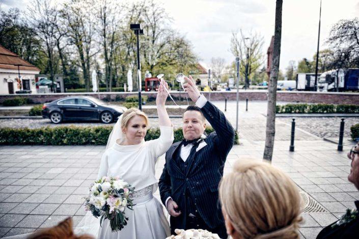 Zdjęcia slubne, fotografia ślubna, plener ślubny, sesja ślubna, wedding, lightup, fotograf, na ślub, inspiracje ślubne, panna młoda, ślub, na szczęście
