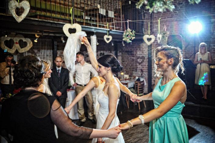 Zdjęcia slubne, fotografia ślubna, plener ślubny, przygotowania, sesja ślubna, wedding, lightup, fotograf, na ślub, inspiracje ślubne, panna młoda, ślub, wesele, oczepiny