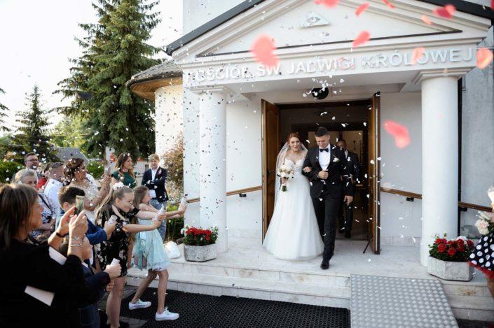 Zdjęcia slubne, fotografia ślubna, plener ślubny, przygotowania, sesja ślubna, wedding, lightup, fotograf, na ślub, inspiracje ślubne, panna młoda, ślub, wyjście z kościoła