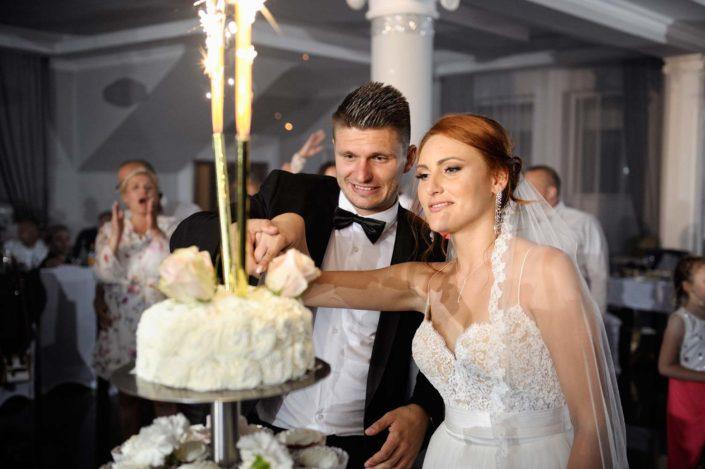 Zdjęcia slubne, fotografia ślubna, plener ślubny, przygotowania, sesja ślubna, wedding, lightup, fotograf, na ślub, inspiracje ślubne, panna młoda, ślub, tort, wesele