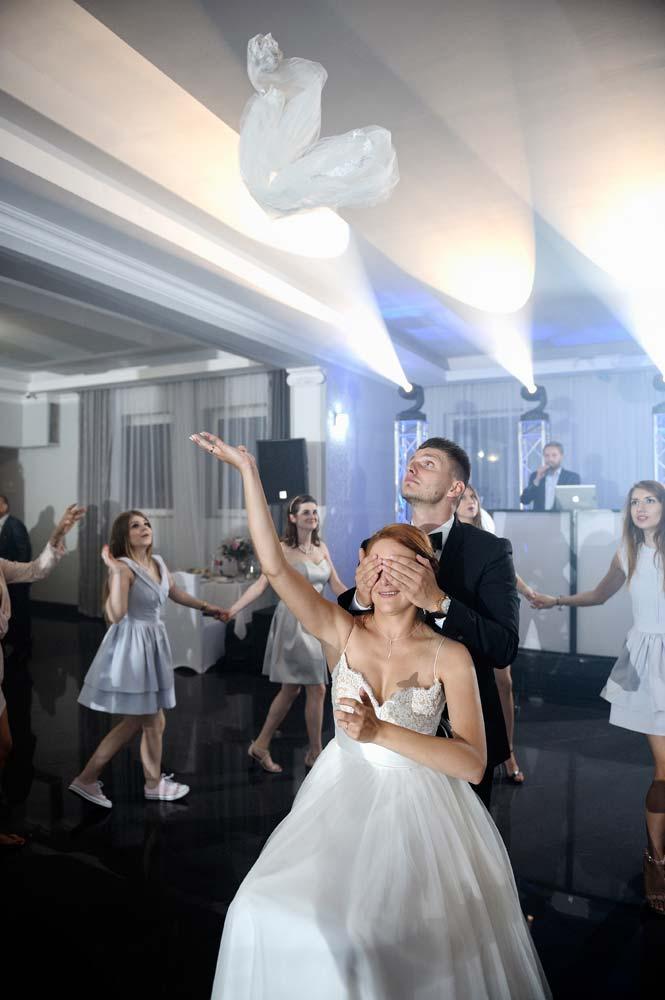 Zdjęcia slubne, fotografia ślubna, plener ślubny, przygotowania, sesja ślubna, wedding, lightup, fotograf, na ślub, inspiracje ślubne, panna młoda, ślub, oczepiny