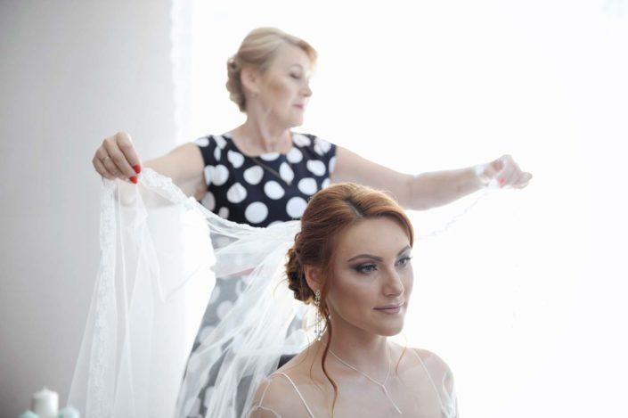 LightUp®Paweł Królikiewicz, Panna młoda, przygotowania, welon, fotograf ślubny, wesele, zdjęcia ślubne Poznań, Lightup