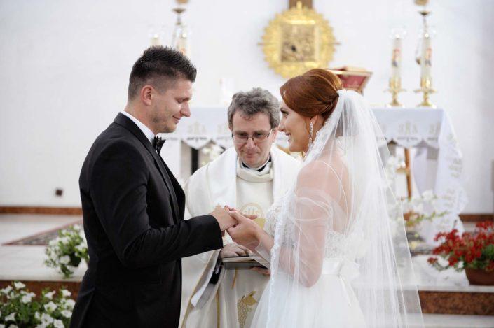 Zdjęcia slubne, fotografia ślubna, plener ślubny, przygotowania, sesja ślubna, wedding, lightup, fotograf, na ślub, inspiracje ślubne, panna młoda, ślub, kościół